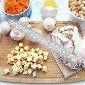 Салат «Обжорка» з куркою і сухариками